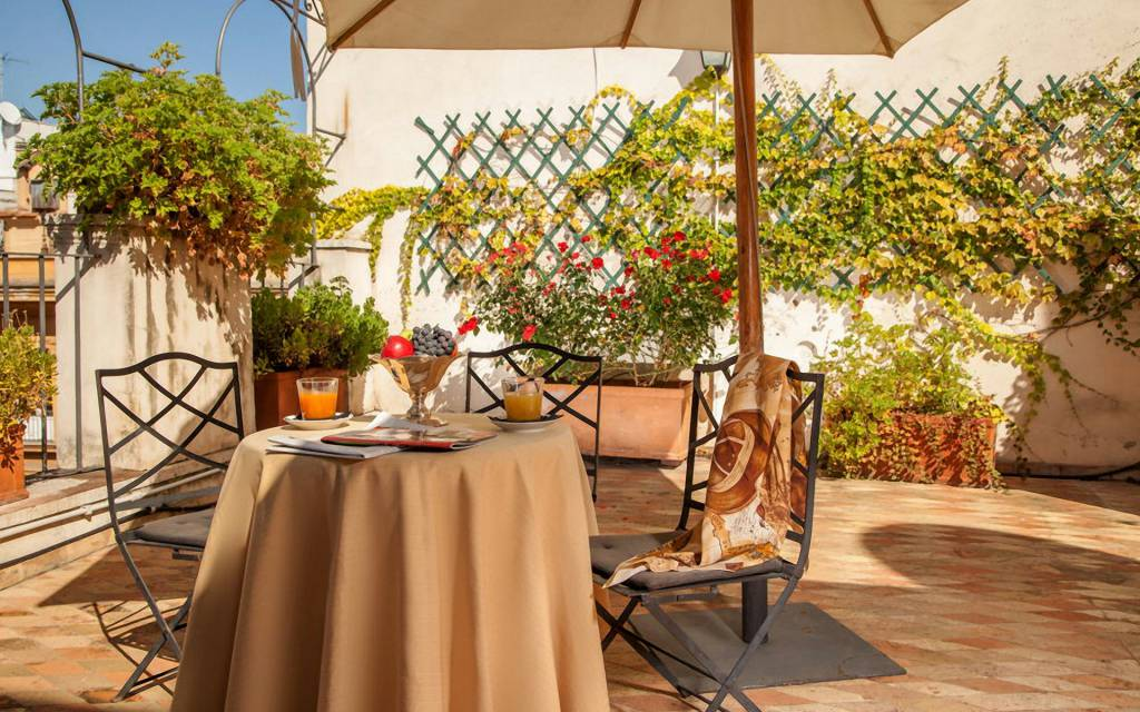 hotel-anahi-rome-suite-top-floor-room-balcony-25