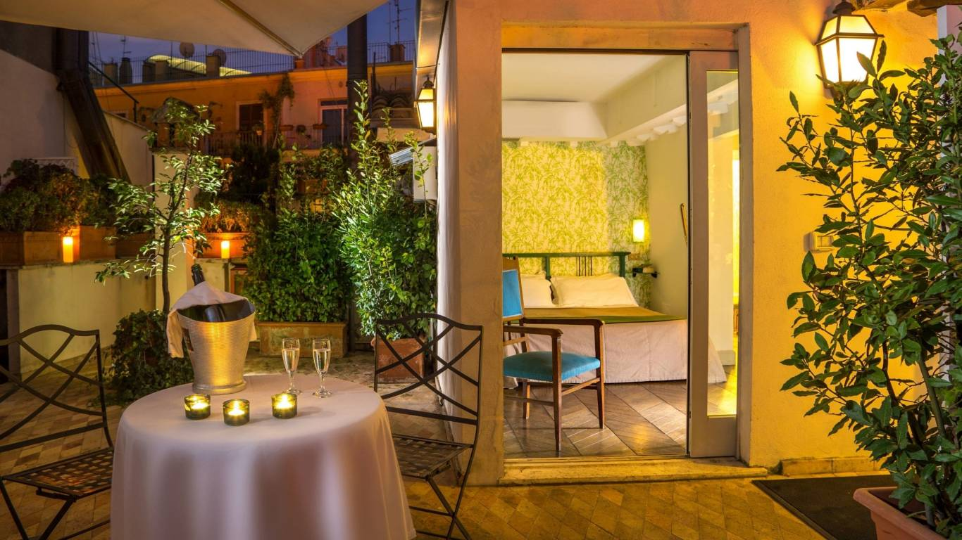 boutique-hotel-anahi-roma-gallery-camere-terrazzo-suite-by-night-1