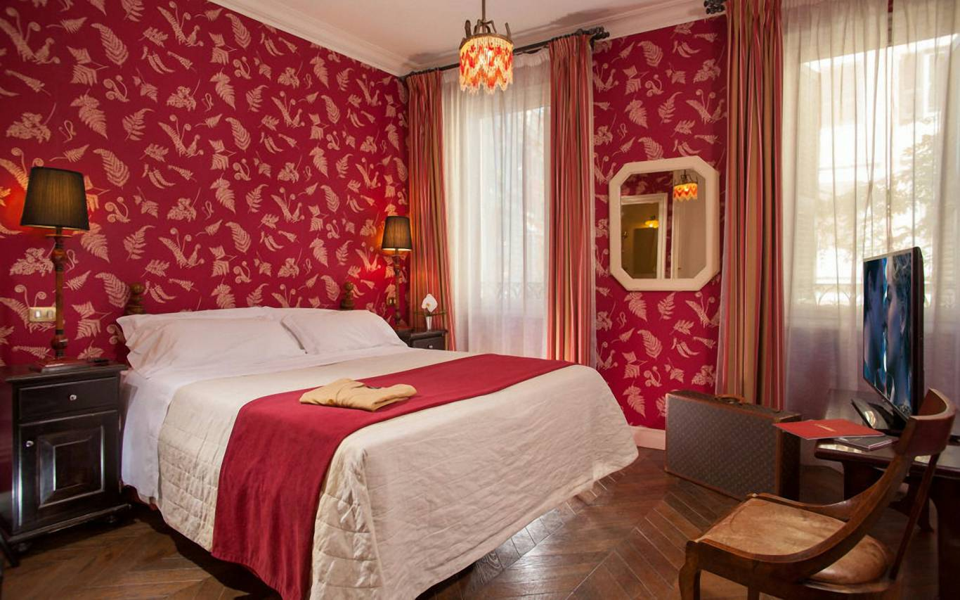 boutique-hotel-anahi-rome-red-double-room-01