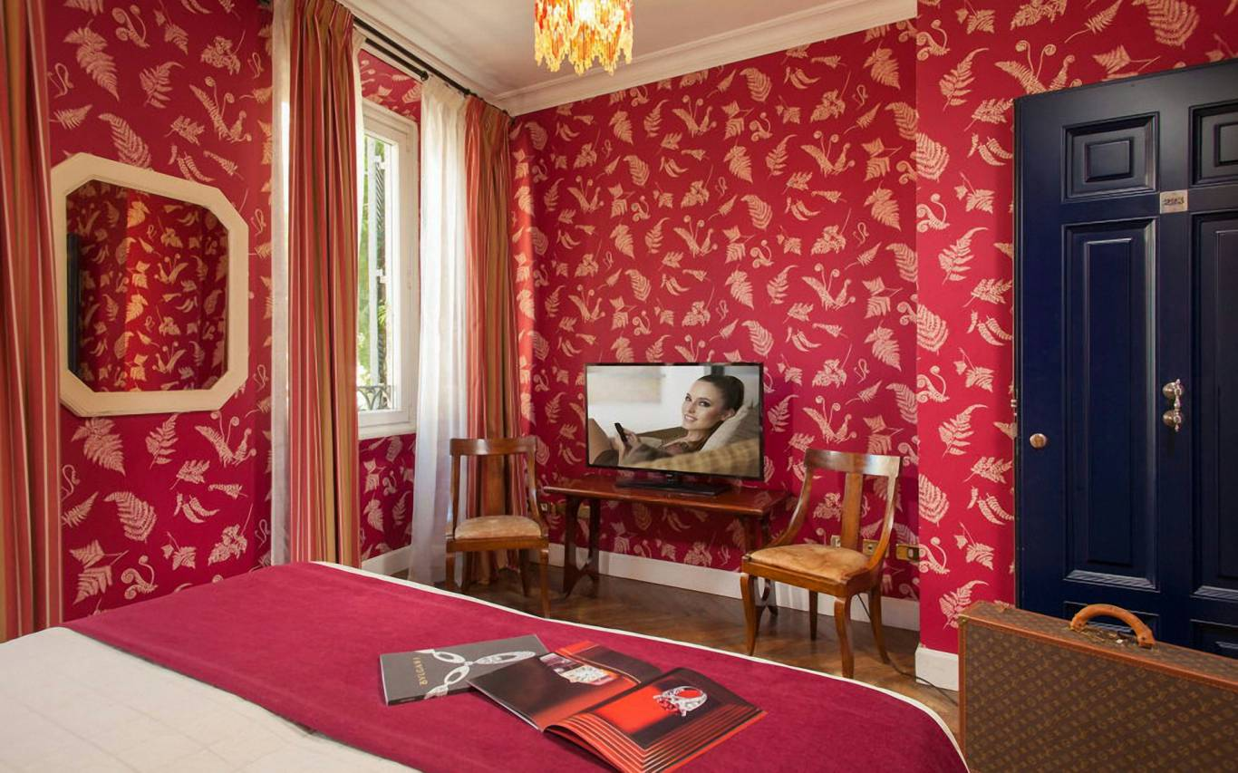 boutique-hotel-anahi-rome-red-double-room-02