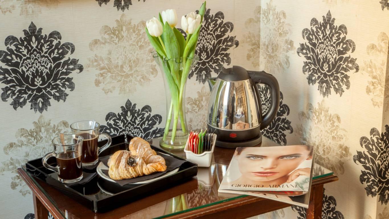 boutique-hotel-anahi-rome-kettle-herbal-tea-caffe-2