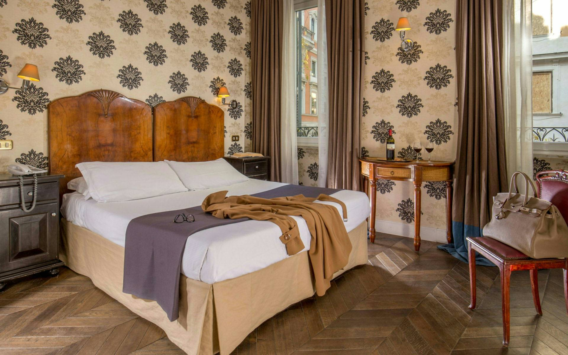 hotel-in-the-center-of-rome-boutique-hotel-anahi-rome-yellow-double-room-09