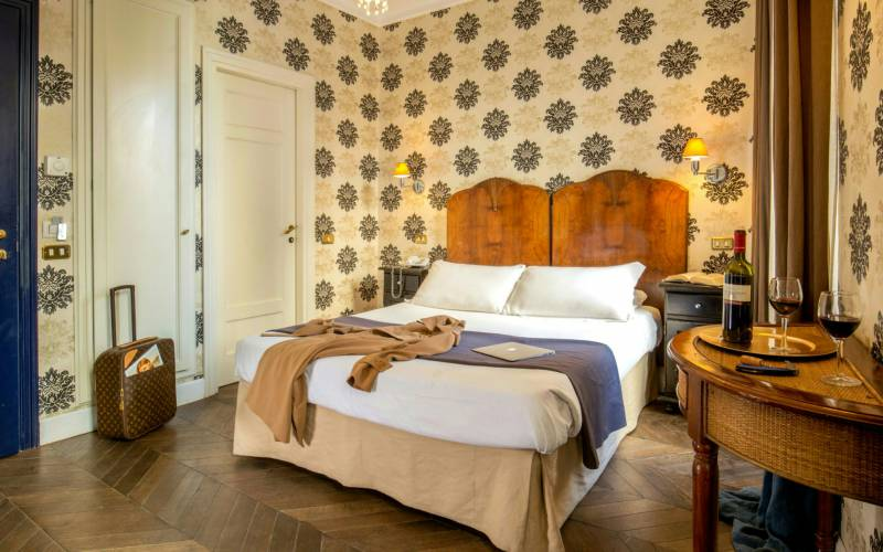 boutique-hotel-anahi-rome-yellow-double-room-10