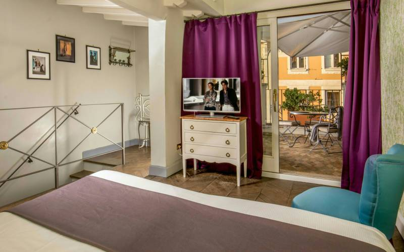 hotel-anahi-rome-white-suite-top-floor-room-purple-curtains-20