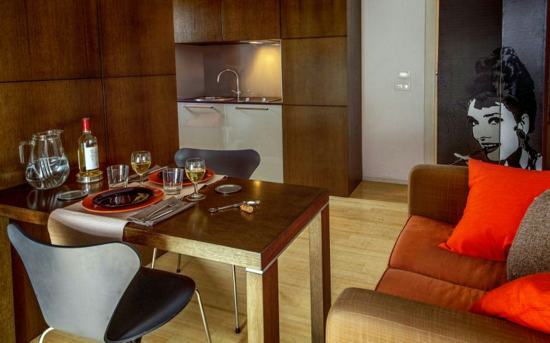 boutique-hotel-anahi-rome-apartment-closet-orange-bed-table-dinner-26